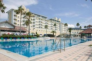 Royal Pines Hotel.jpg